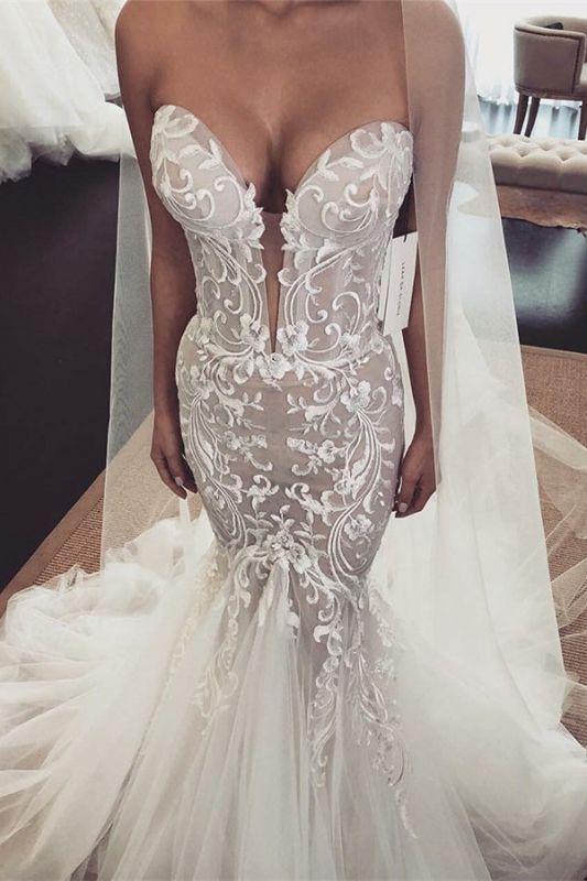 Glamorous Appliques V-Neck Sleeveless Tulle Mermaid Wedding Dress