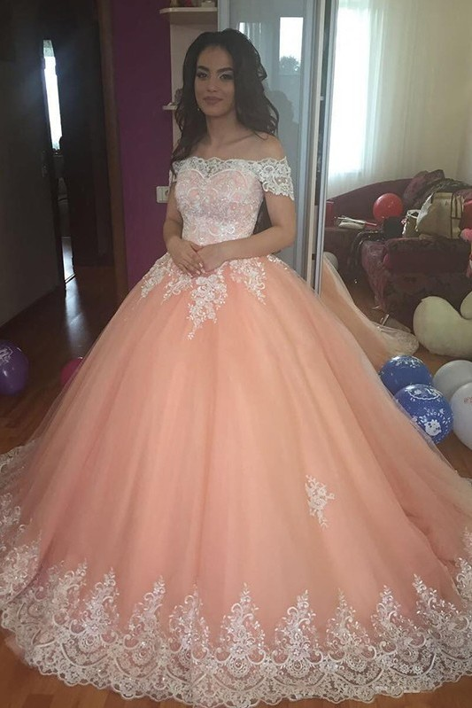 Mordern Off-the-Shoulder Lace Appliques Ball Gown Tulle Sweep Train Prom Dresses