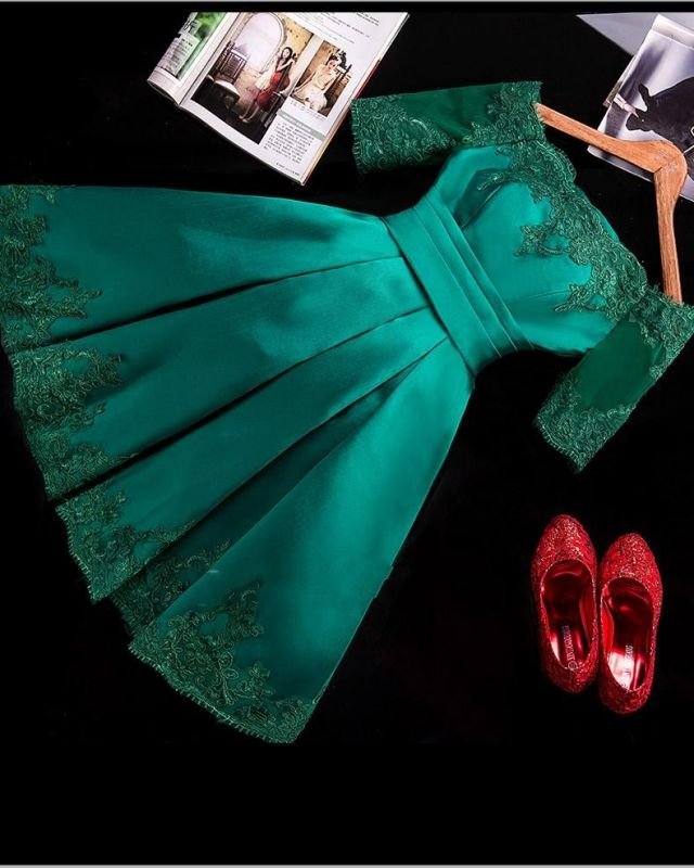 Half Sleeve Charming Appliques Green Lace Sexy Short Homecoming Dresses