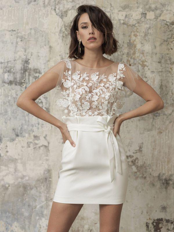 Weiße Kurze Brautkleider Illusionsausschnitt Jewel Neck Kurze Ärmel Mantel Natürliche Taille Spitze Schleifen Cut-Outs Rüschen Brautkleider