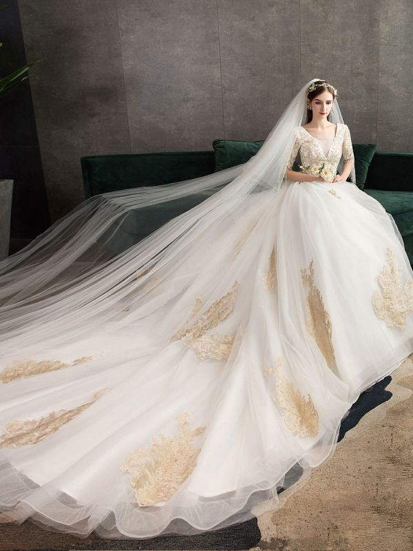 Princess Wedding Dress Ivory Lace Appilque V Neck Half Sleeve Bridal Gown With Train