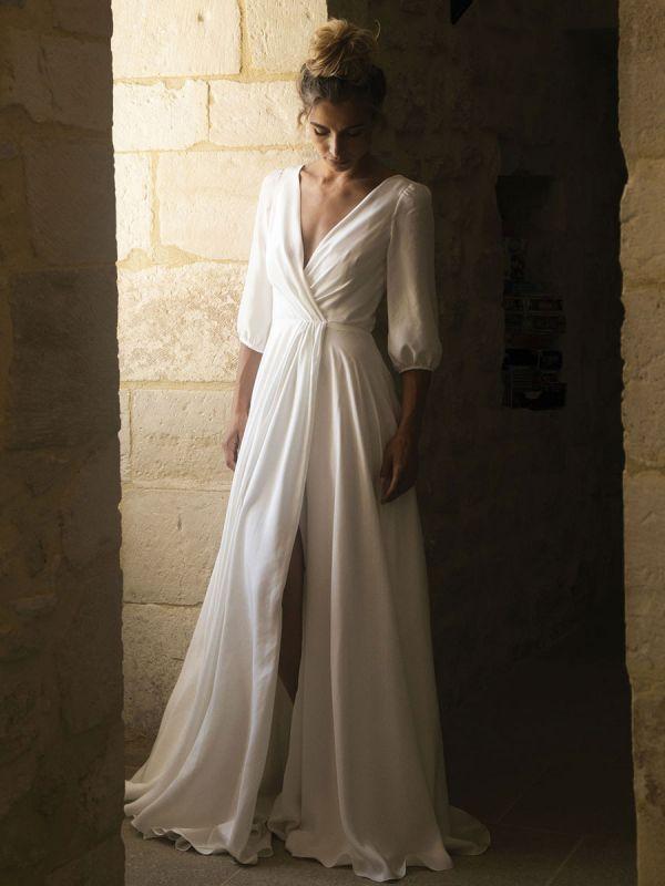 Weiße Brautkleider mit Zug A-Linie bodenlangen 3/4 Ärmeln Plissee V-Ausschnitt Brautkleider
