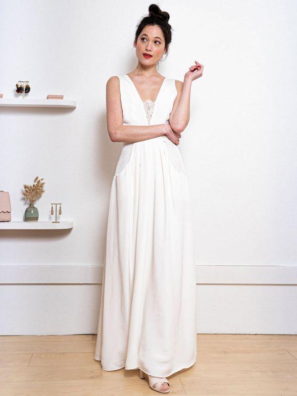 Weißes einfaches Hochzeitskleid Satin Stoff V-Ausschnitt Ärmellose Knöpfe A-Linie Lange Brautkleider