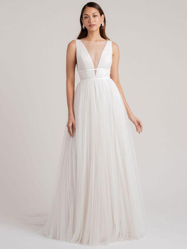 Weißes schlichtes Brautkleid A-Linie V-Ausschnitt Ärmellos Bodenlang Plissee Tüll Brautkleider