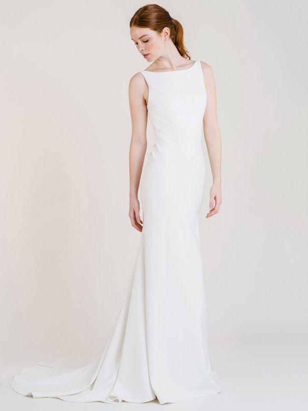 Vestido de novia blanco simple con tren Bateau Cuello sin mangas Sin espalda Tela de satén Sirena Vestidos de novia