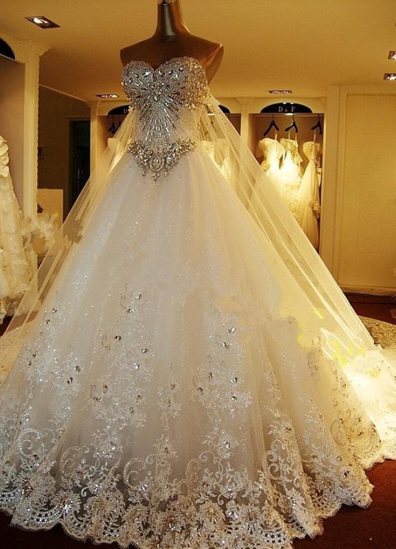 Brautkleider Spitze Applique Brautkleid Trägerlos Schatz-Ausschnitt Perlen Kathedrale Zug Brautkleid