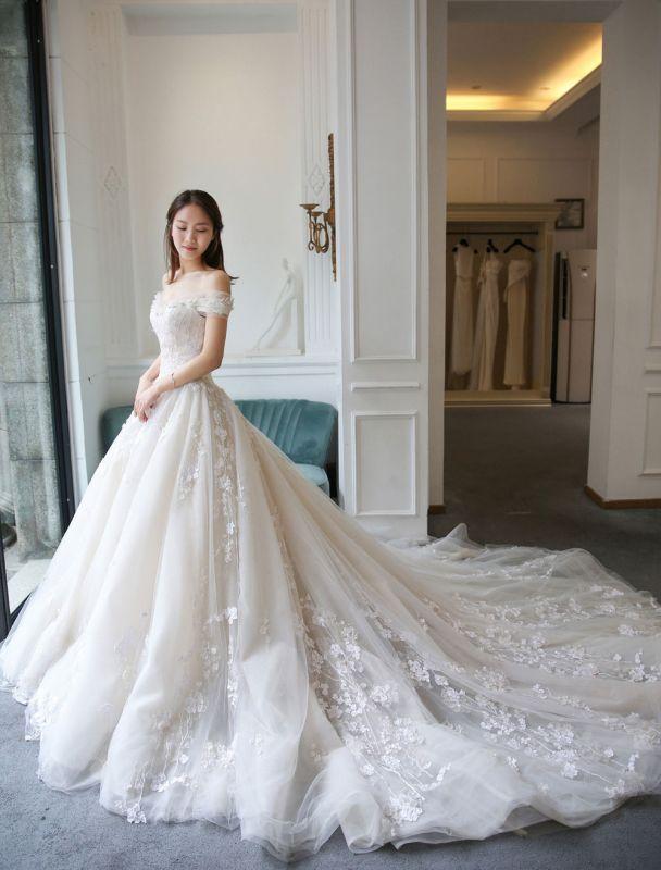 Prinzessin Ballkleid Brautkleider Spitze bestickt Schulterfrei Royal Brautkleid mit Zug