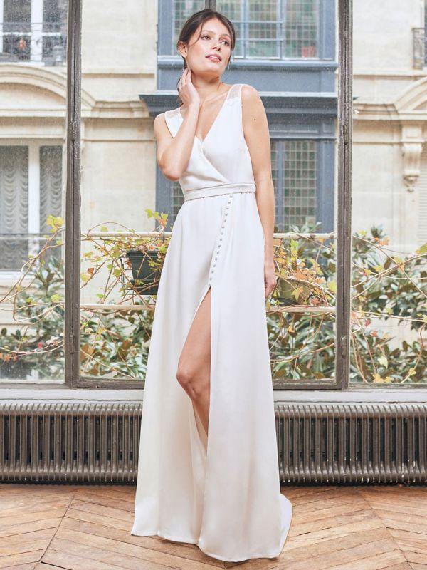 Robe de mariée simple blanche Tissu en satin Col en V Boutons sans manches Split A-Line Robes de mariée longues