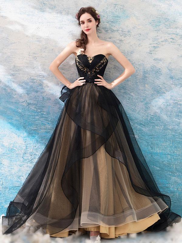 Gothic Brautkleider Prinzessin Silhouette Ärmellos Plissee Tüll Sweep Brautkleid