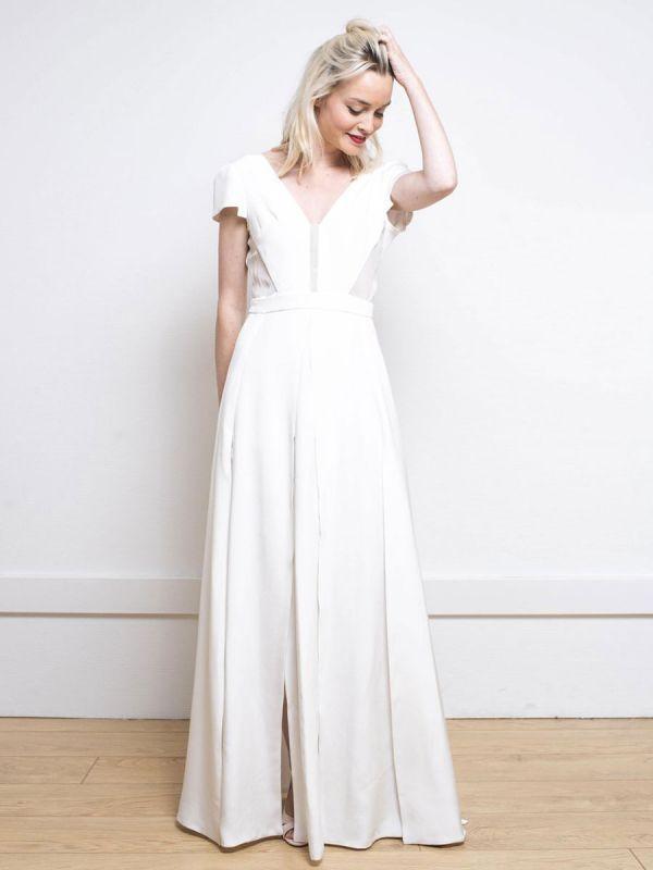 Weißes einfaches Hochzeitskleid Satin Stoff V-Ausschnitt Kurze Ärmel Rückenfrei Split Front A-Linie Lange Brautkleider