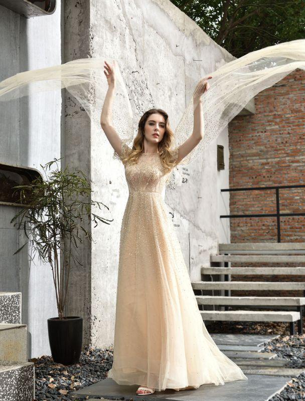 Brautkleider A Line Sweep Kurze Ärmel Perlen Jewel Neck Tüll Brautkleider