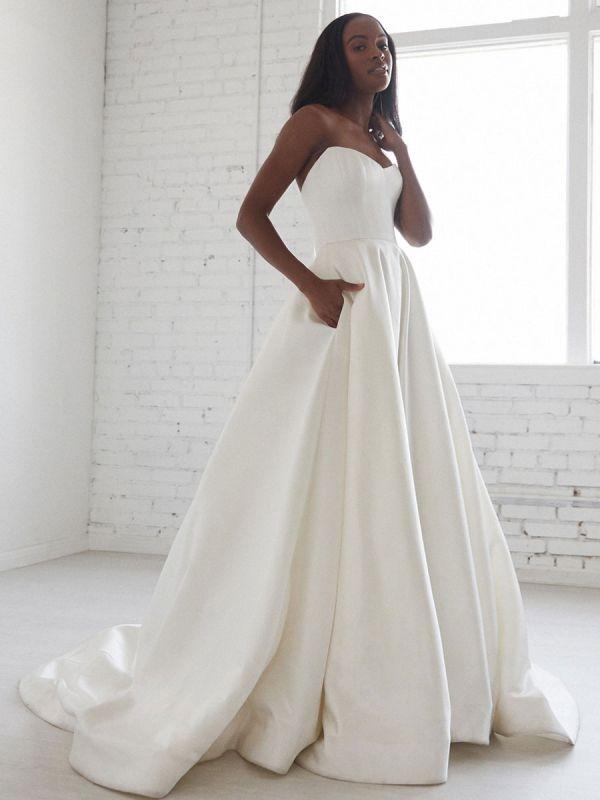 Weiße A-Linie Brautkleider mit Schleppe ärmellose Taschen Trägerlose rückenfreie Satin Brautkleider Satin