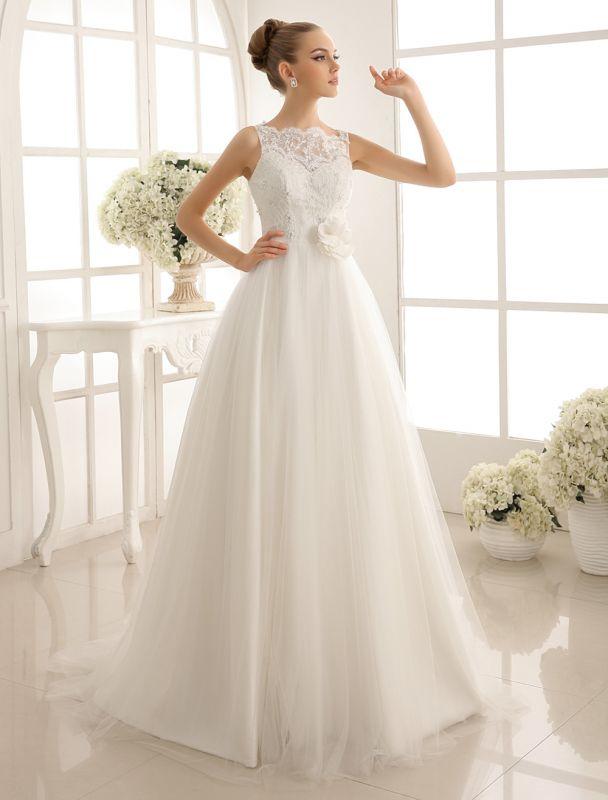 Brautkleid mit Bateau-Ausschnitt und Kapellenschleppe