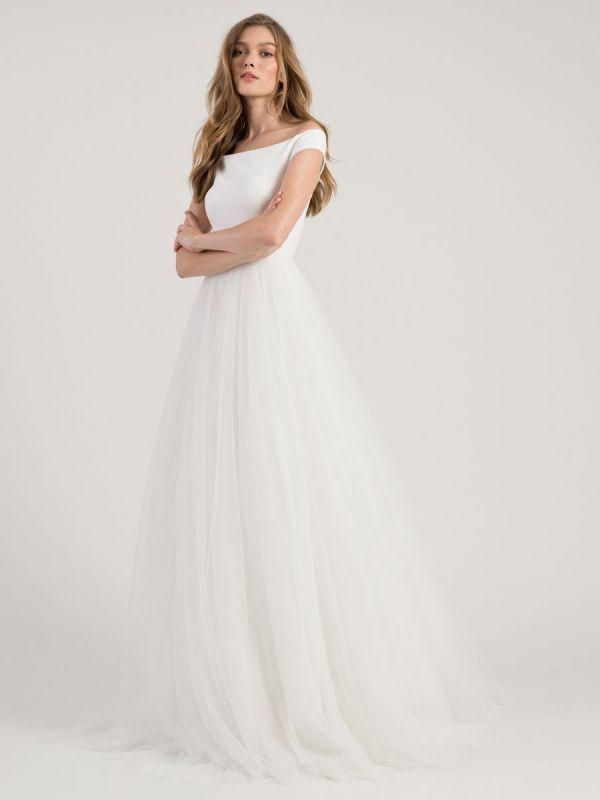 White Simple Wedding Dress A-Line Bateau Neck Off-Shoulder Sleeveless Natural Waistline Pleated Tulle Bridal Dresses