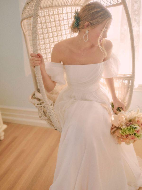 Weißes einfaches Brautkleid A-Linie schulterfrei Chiffon trägerlose lange Brautkleider