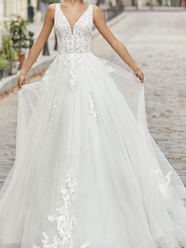 Ivory Simple Wedding Dress A Line V Neck Sleeveless Applique With Long Train Bridal Dresses