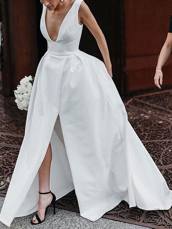 Vintage Wedding Dresses V Neck Sleeveless Natural Waist Satin Fabric Pleated Bridal Gowns With Train