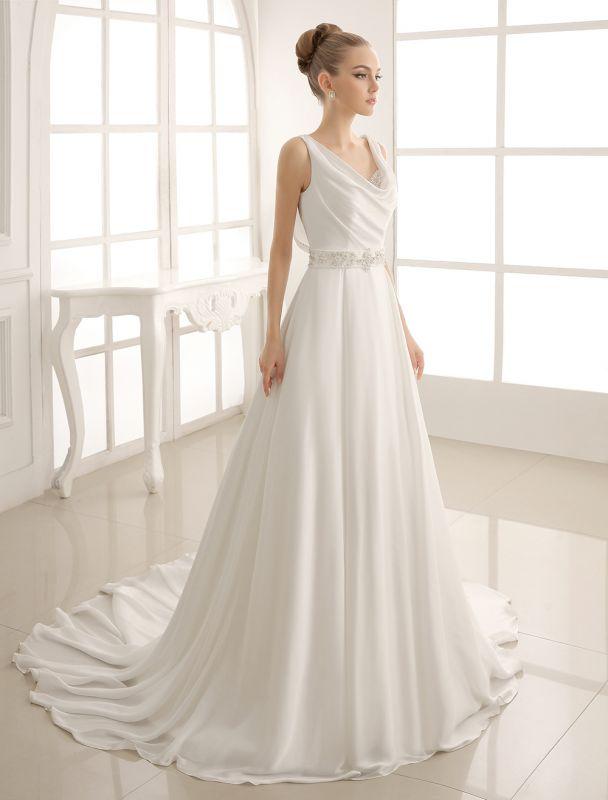 Exklusives Brautkleid mit Umlegekragen und plissiertem Satin