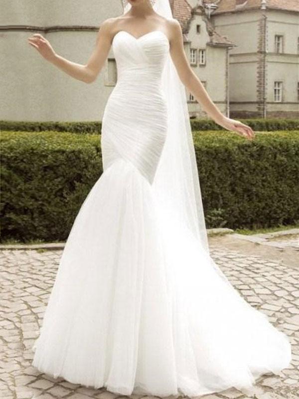 Robe de mariée col en cœur sans manches taille naturelle plissée train train robes de mariée