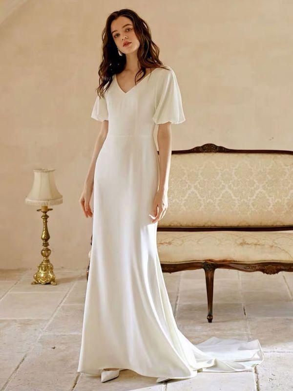 Weißes einfaches Brautkleid mit Zug A-Linie Meerjungfrau V-Ausschnitt Kurze Ärmel Polyester Brautkleider
