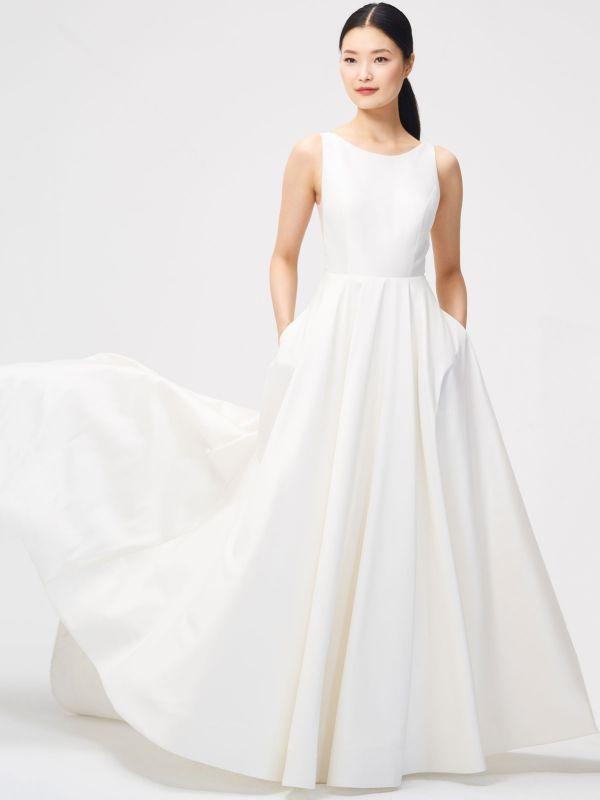 Weißes Vintage Brautkleid Kapelle-Schleppe Trägerlos Ärmellose Taschen Satin Stoff Traditionelle Kleider Für Die Braut