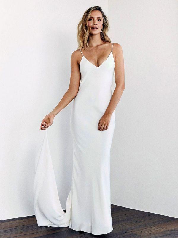 Weißes einfaches Brautkleid mit Zugmantel V-Ausschnitt Spaghetti-Trägern ärmellose natürliche Taille rückenfreie lange Brautkleider