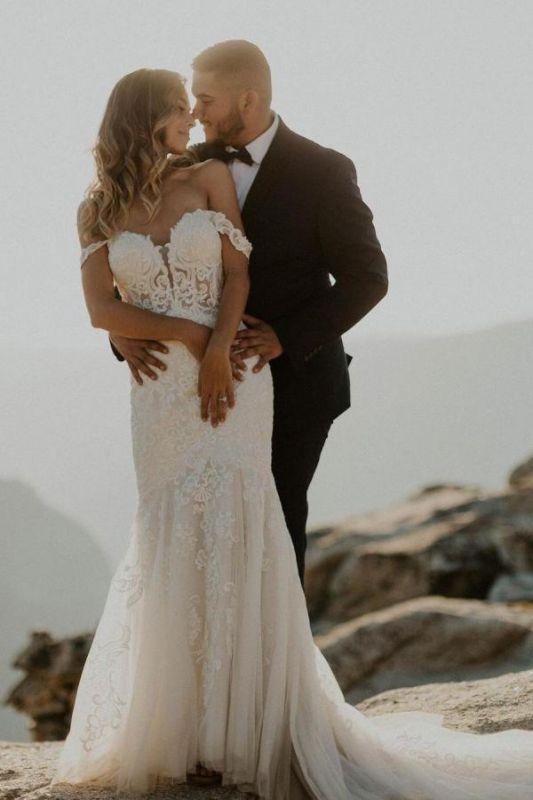 Schulterfreies weißes Meerjungfrau-Garten-Hochzeitskleid 3D-Blumenspitze-Slom-Brautkleid