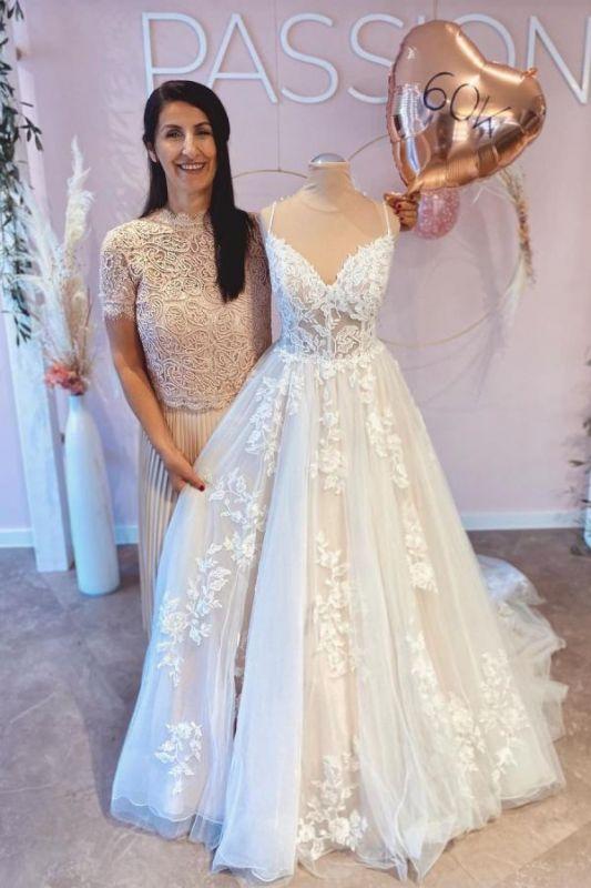 Simple Spaghetti Straps A-line Wedding Dress White Tulle Lace Appliques Bridal Dress