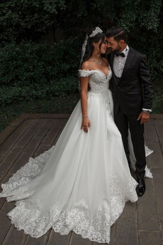 Off The Shoulder Appliques Sheath Wedding Dresses | Sweetheart Tulle Bridal Gowns with Lace Detachable Train