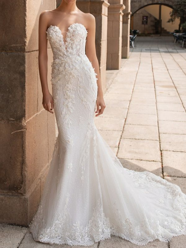 Sweetheart Strapless Mermaid Bridal Gown 3D Floral Sleeveless  Lace Wedding Dress