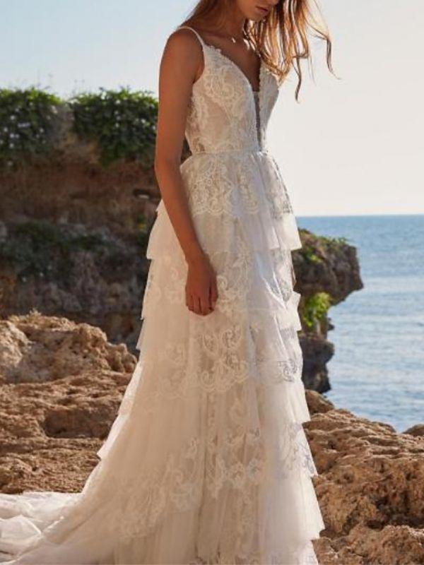 Einzigartiges ärmelloses Brautkleid mit V-Ausschnitt und Rüschen