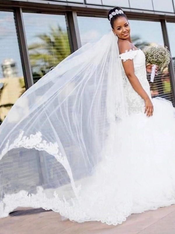 Bescheidene Meerjungfrau Brautkleider Schulterfrei Rüschen Tüll Spitze Brautkleid
