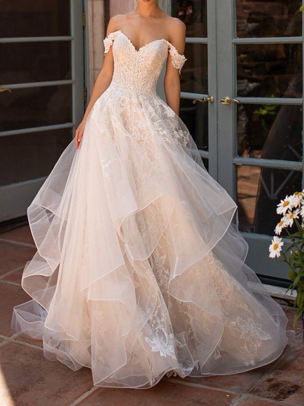 Vestido de novia de jardín con capas de encaje de tul con hombros descubiertos