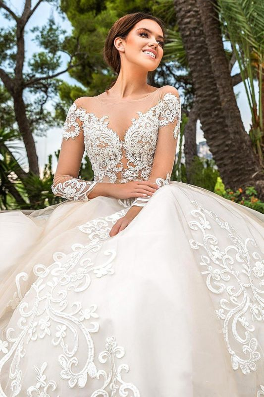 Glamorous Sweetheart Appliques Lace Tulle Ball Gown Wedding Dress