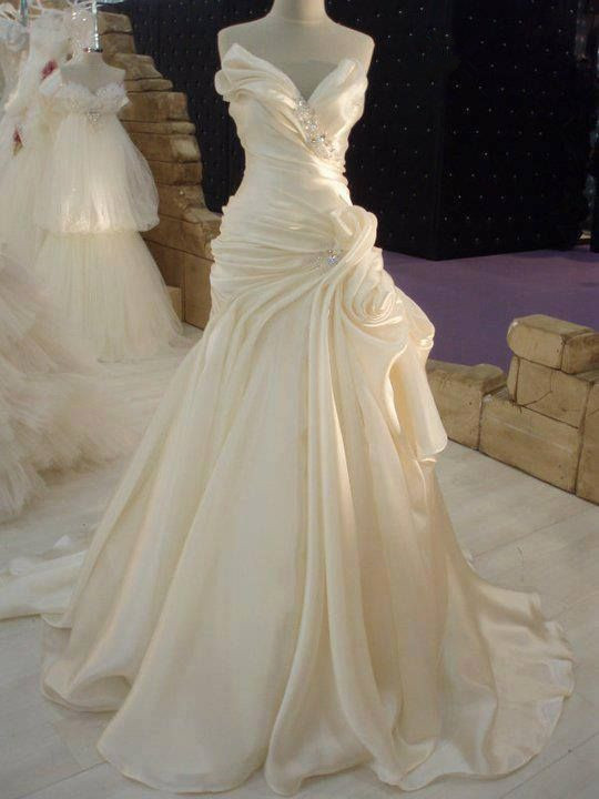 Ruffles Cream Satin Wedding Dress with Beadings Elegant Long Bridal Dress JT067a