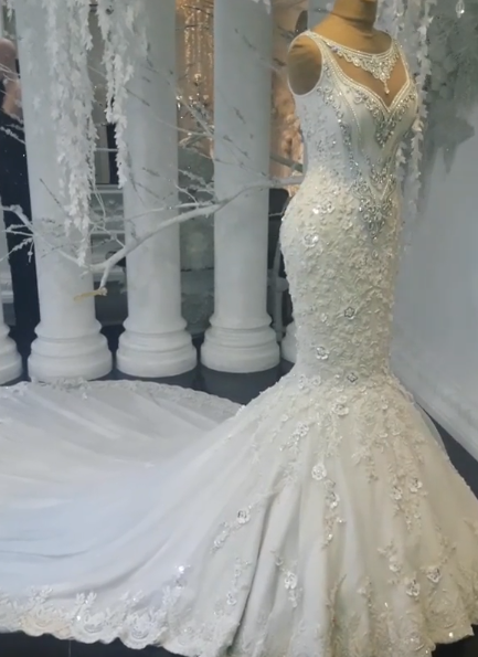 Sexy  Mermaid Sleeveless Wedding Dresses   Flowers Lace Appliques Bridal Gowns with Crystals