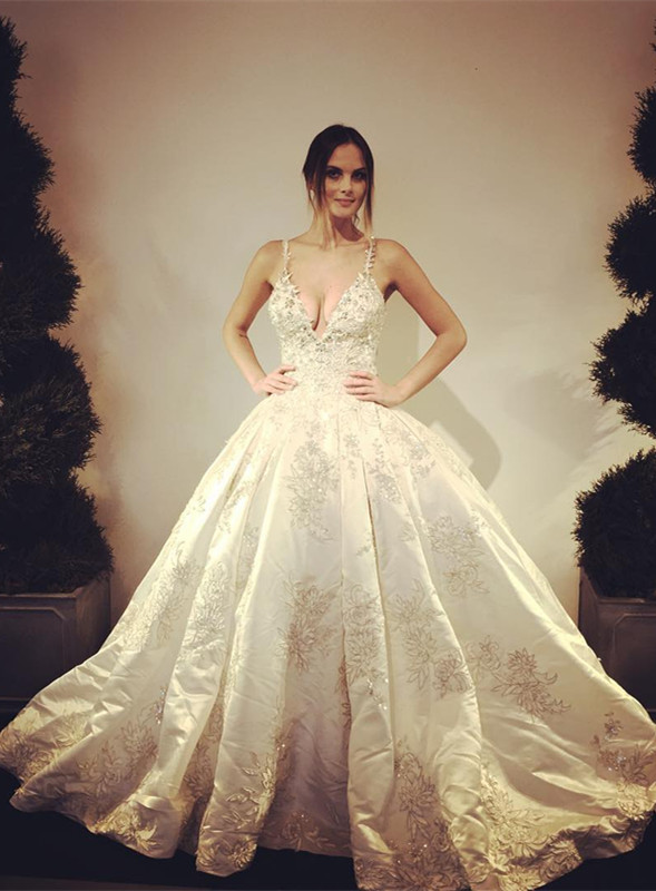 Stunning V-Neck Lace Appliques Floor Length Ball Gown Wedding Dresses