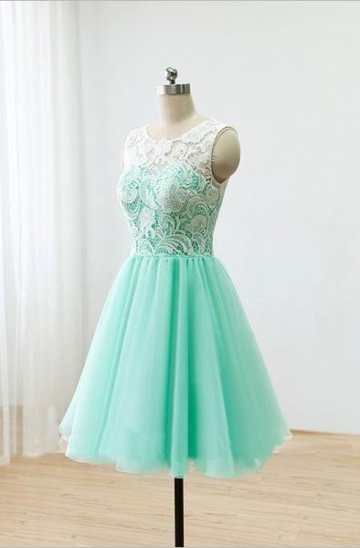Short Lace Homecoming Dresses Sheer Buttons Back Elegant Mint Prom Dresses