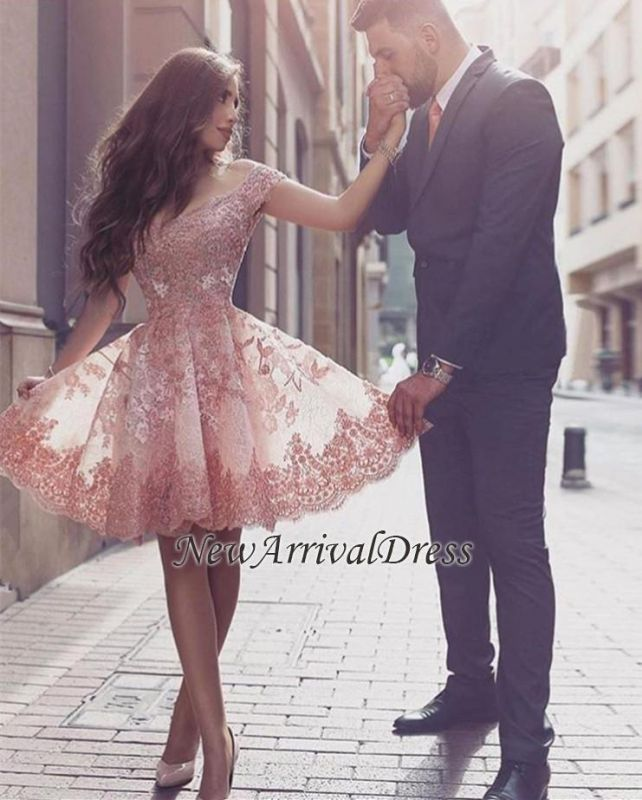 Appliques Mini Tulle A-line Short-Sleeves Glamorous Homecoming Dress