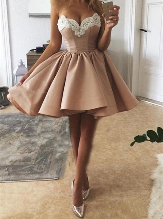 Delicate Lace Sweetheart Sleeveless Homecoming Dress   Short Party Gown