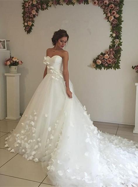 Gorgeous 3D-Floral Lace Appliques Wedding Dresses | Sweetheart Neck Chapel Train Bridal Gowns Cheap