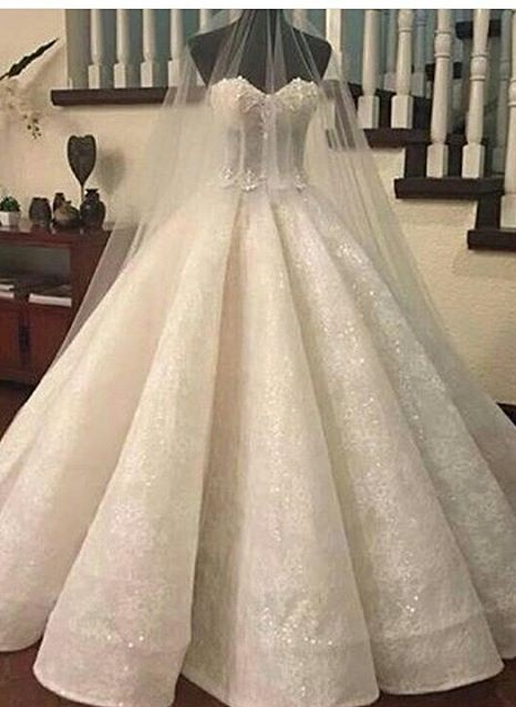 Gorgeous Sweetheart-Neck Lace Ruffles Ball-Gown Wedding Dresses