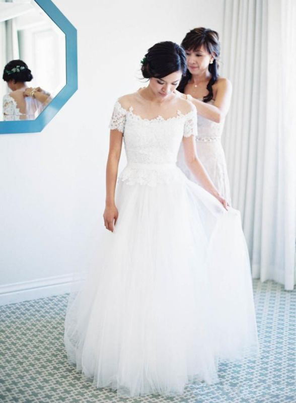 Short Sleeve Floor Length New Arrival Lace Appliques Vintage Tulle Princess Wedding Dresses