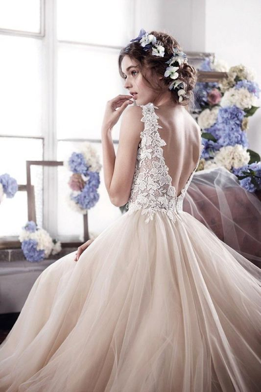Romantic Fluffy Tulle Sleeveless Vintage Lace Open Back Sexy Wedding Dresses