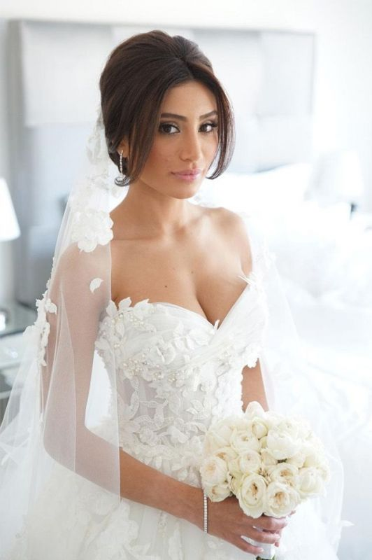 Timeless Bridal Dresses Sweetheart Appliques Flowers Ruffles Tulle Court Train Wedding Gowns