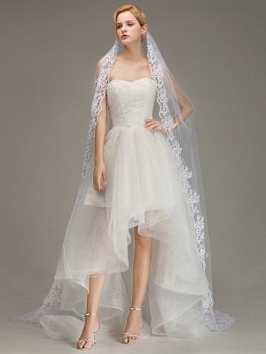 One Layer Wedding Veil with Comb Lace Edge Appliqued Bridal Veil?