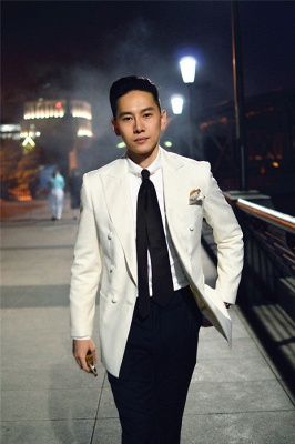Elegant White Wool Double-Breasted Tailor Wedding Suit For Groom   Newly 3 Pockets Peak Lapel Fit Bridegroom Suit_3