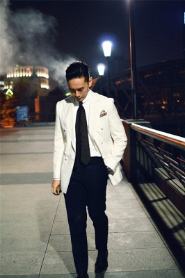 Elegant White Wool Double-Breasted Tailor Wedding Suit For Groom   Newly 3 Pockets Peak Lapel Fit Bridegroom Suit_4