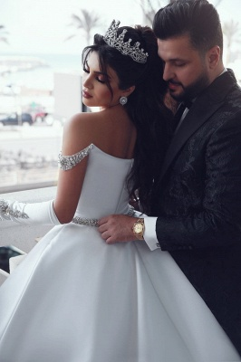 Luxury Off The Shoulder Sleeveless Appliques Ball Gown Wedding Dresses_5