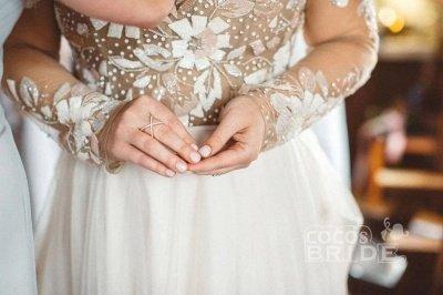 Charmante robe de mariée en tulle à manches longues et perles_4